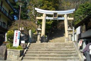 The gate of Kakimoto Shrine