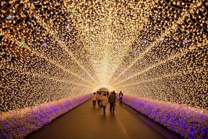 การแสดงแสงไฟที่นะบานะโนะซาโตะ