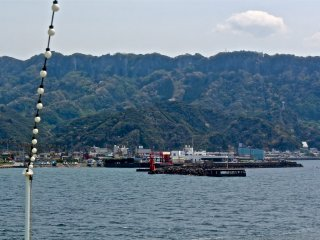 Just a 40-minute cruise from Kurihama Port Terminal, on a clear day you can view Mt Nokogiriyama from the comfort of the ferry.
