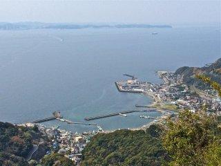 At 329 meters high, Mt Nokogiriyama offers breathtaking views of Tokyo Bay and rolling green hills of Boso Peninsula.