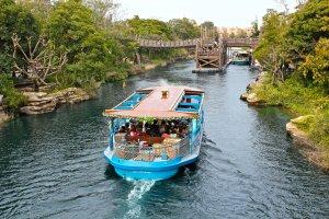 Jalur DisneySea Transit Steamer mengelilingi perairan Tokyo DisneySea. Cara sempurna untuk bersantai dan mengisi ulang-energi!