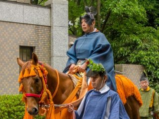 The Norijiri are followed by the officials of the old Imperial police force and court justice called Kebiishi (検非違使尉)