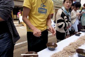 300+ oroshi sobanoodle eaters all hoping for GuinnessBook fame