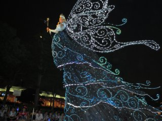 Электрический парад в Токийском Диснейленде: Голубая Фея