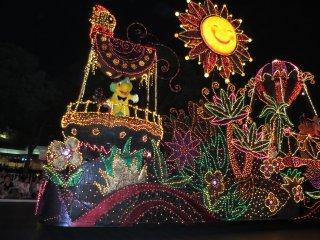 Электрический парад в Токийском Диснейленде: Солнышко