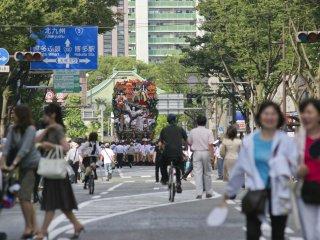 มุ่งไปบนถนนของฮะกะตะ