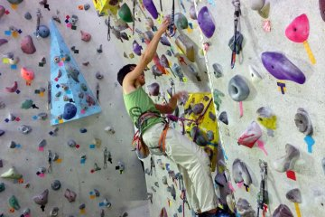 Indoor Rockclimbing in Sendai