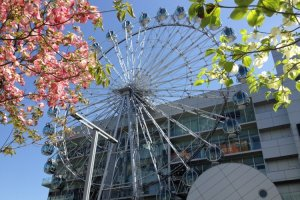 Sunshine Sakae's 42m diameter Ferris Wheel