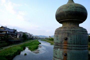 Le Long de la Rivière Kamo à Kyoto
