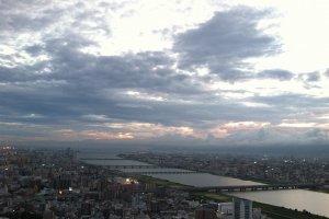 Crepúsculo no Umeda Sky Building