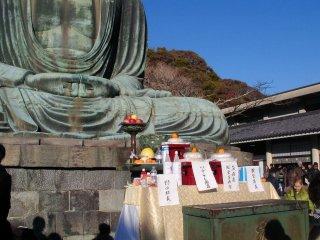 Offrandes pour le Grand Bouddha de Kamakura