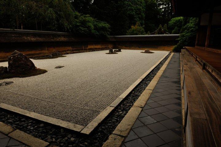 方丈前の石庭 枯山水の龍安寺