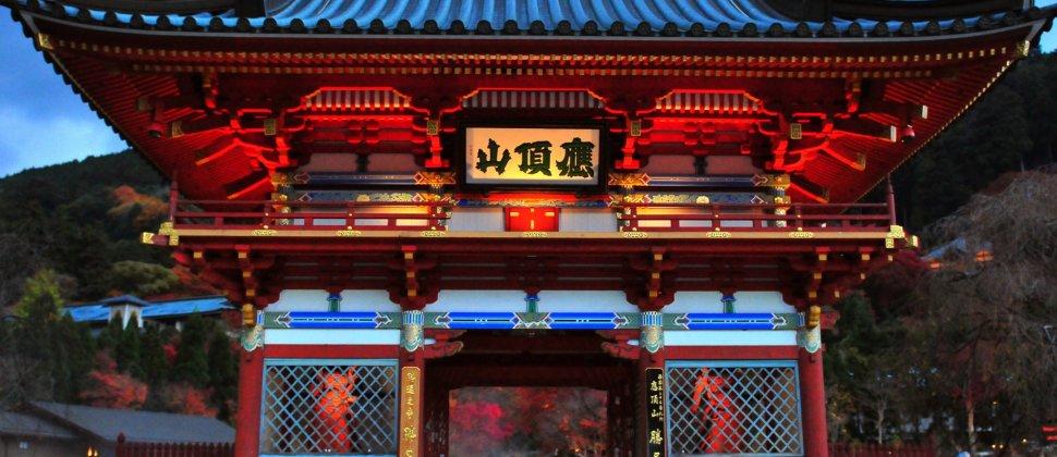 สีสันตระการตาที่วัดของดะรุมะในโฮะคุเซะซึต