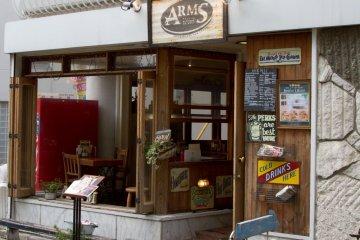 Arms ร้านเบอร์เกอร์ข้างทางที่ไม่ธรรมดา