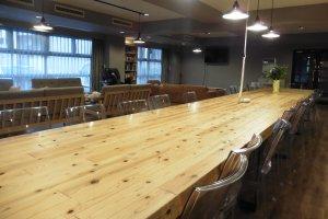 Chacun devrait pouvoir se trouver une place autour de cette table !