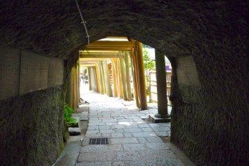 Zeniarai Benzaiten Shrine, Kamakura