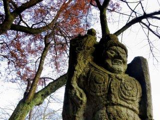 西山公園「祈りの道」に佇む不動明王像