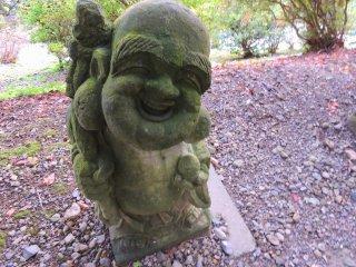 優しげな表情で幸せそうに微笑む大黒天像。こんな笑顔に出会えば自然とこちらも微笑んでしまう!