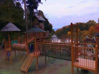 日が暮れて、遊び付かれた子供たちが家路に着いた後の閑散とした「パンダらんど」
