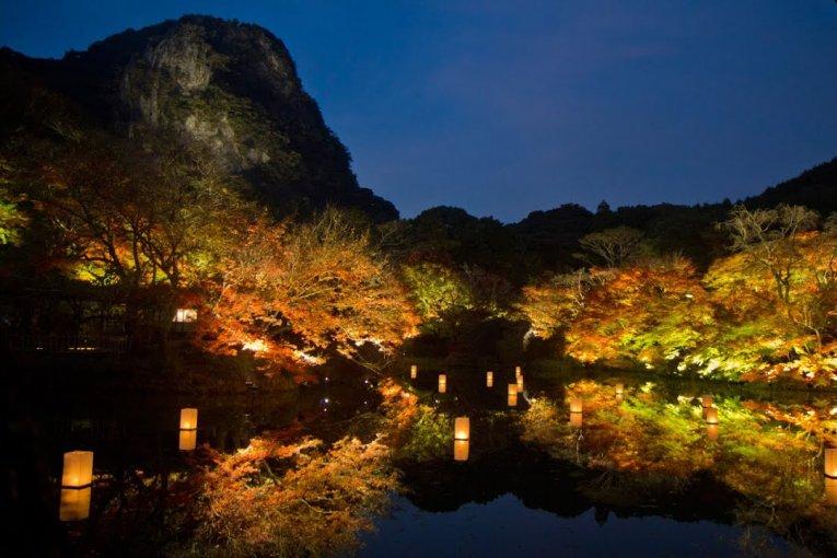 Núi Mifune bừng sáng vào Thu