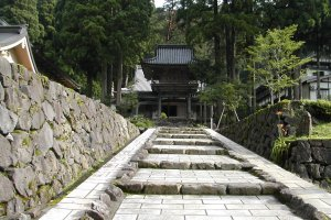 The pathway to Hokyoji Temple