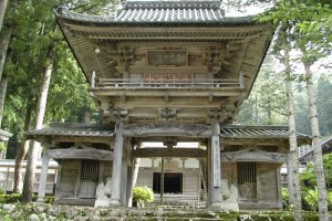 The main gate of Hokyoji Temple