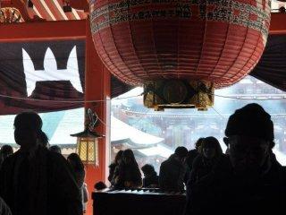 De nombreuses personnes se sont rendues au temple pour adresser leur prière