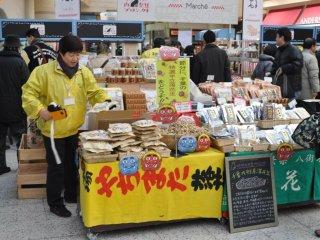 On peut se procurer les haricots et les masques de Oni (démons) dans les gares le jour de setsubun