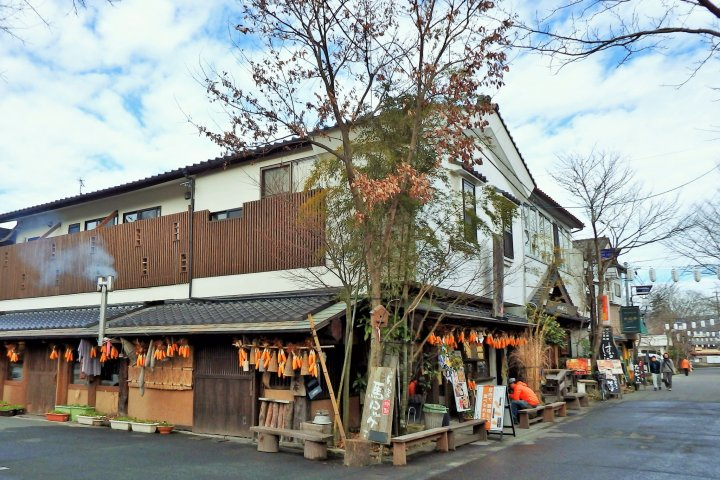 Торговая улица храма Асо в Мондзен