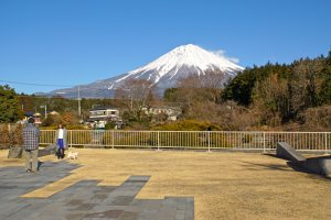 First clear sighting of Mt. Fuji from the main pathway to the falls.