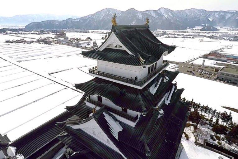 Voo de Inverno sobre o Castelo de Katsuyama