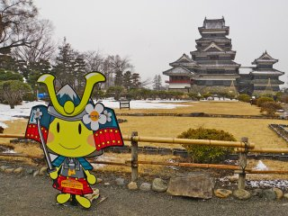 Photo opportunity with the samurai mascot