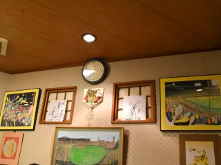 Hanshin Tigers-related goods are displayed on the wall...autographs, photos of the Hanshin Koshien Stadium, etc.