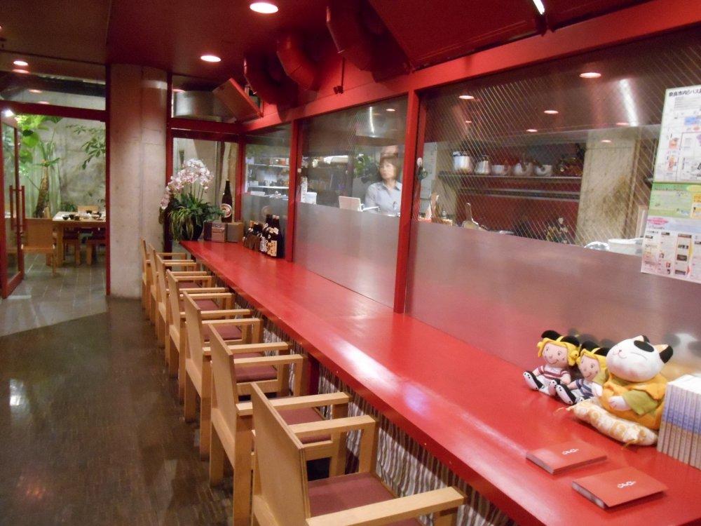 Le comptoir du restaurant Hiyori