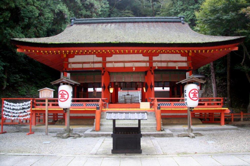 Konpira-san shrine sits at the top of the stunningly beautiful Mount Zozu.