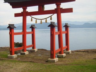 There are plenty of places to check out around the circumference of the lake, like this tori gate at Gozanaishi Shrine