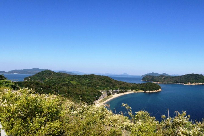 Private pristine bays and beaches invite you for some scenic exploration