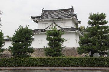 Замок Нидзё и дворец Ниномару