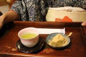Green tea and kuzu mochi set