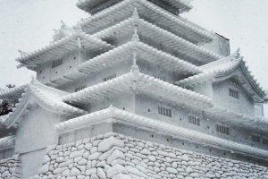 Tsuruga Castle made of snow