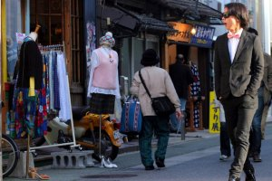 Just west of Nishi-dori, Daimyo calls the fashionable to the streets