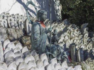 Бодхисаттва Дзидзо стоит на страже Мизуко