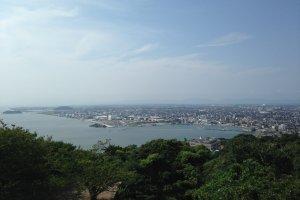 Панорама города Йонаго со смотровой площадки