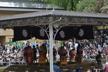 Sumo at Yasukuni Shrine
