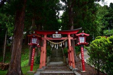 Tsuchizawa Station's Nearby Shrines