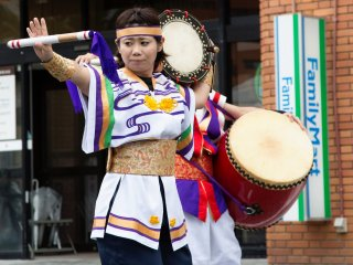 Eisa rhythm and dance to the beating sound of the taiko