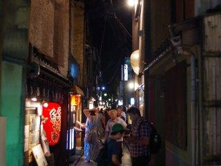 Pontocho isa popular spot for nightlife in Kyoto