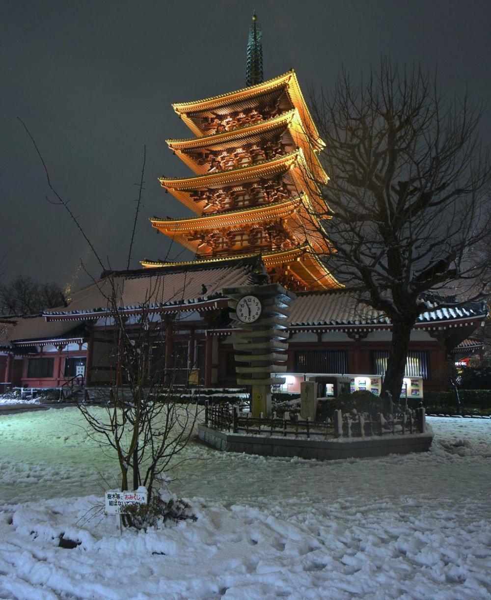 Vue unique sur Asakusa lors des chutes de neige en janvier 2013