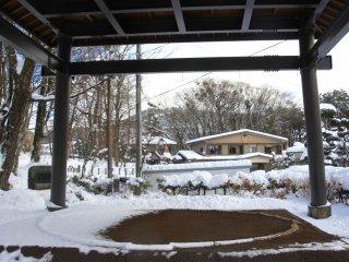Un peu de neige sur le terrain de Sumo