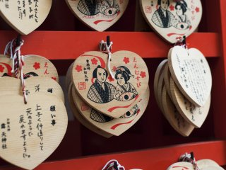 Here you can buy heart-shaped prayer plaques